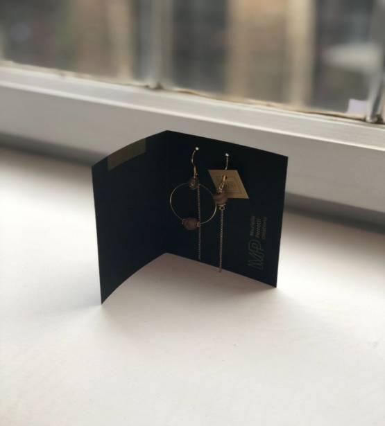 Assymetrische oorbellen met hanger en verschillende stenen