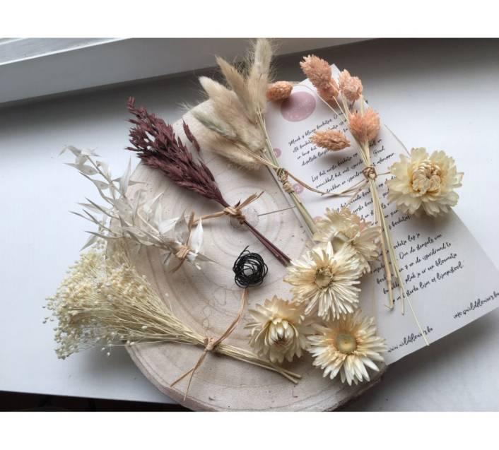 diy kit met droogbloemen ruscus, lagurus, phalarys