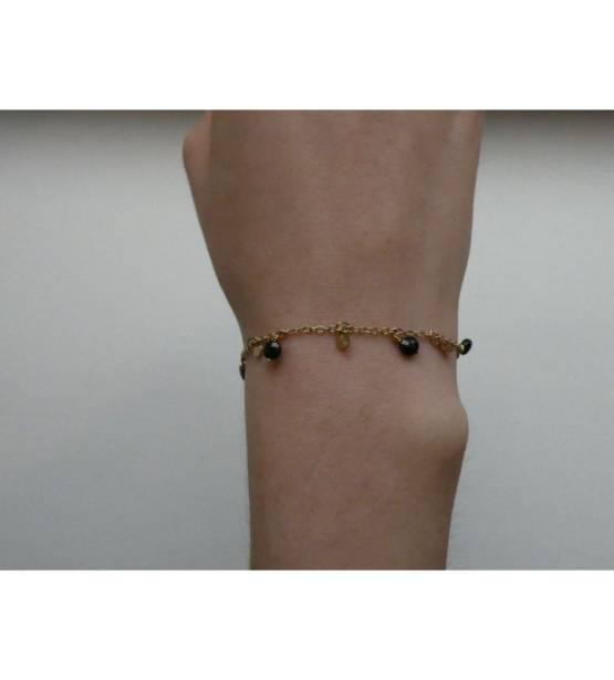 Armbandje goud met zwarte steentjes