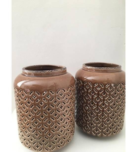 Bruine vaas met gaten