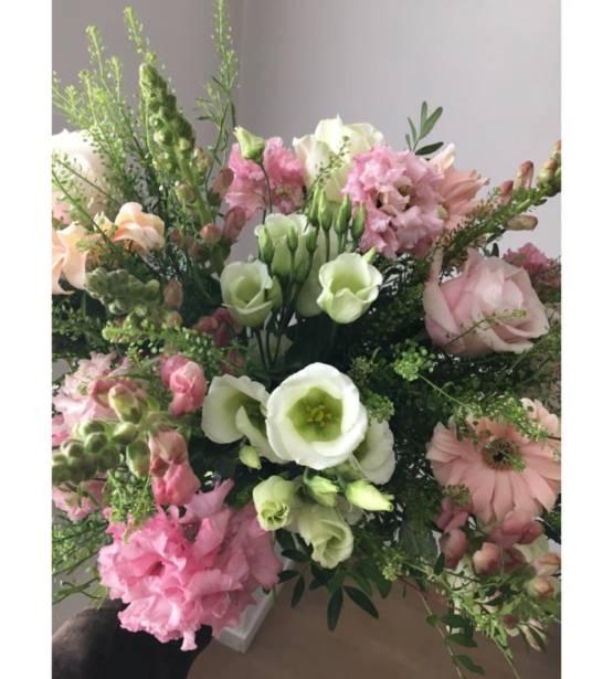 romantisch boeket met roze en witte tinten